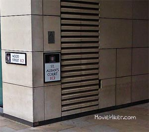 Sneaking out of a hotel for paying the bill with a bent credit card! (St Alban's Court) Location